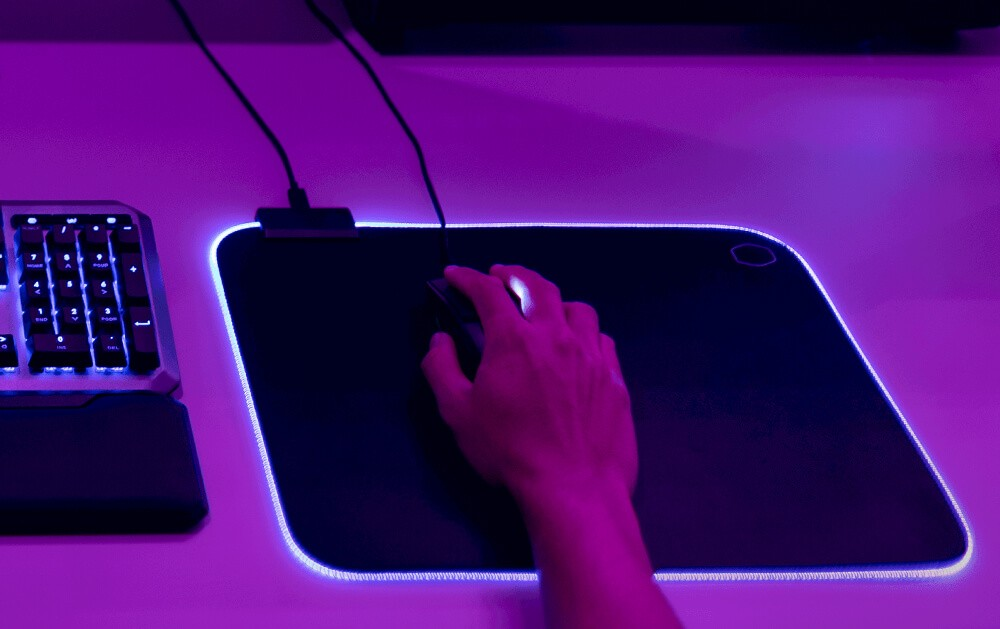 Podkładka MP750 z podświetleniem w użyciu