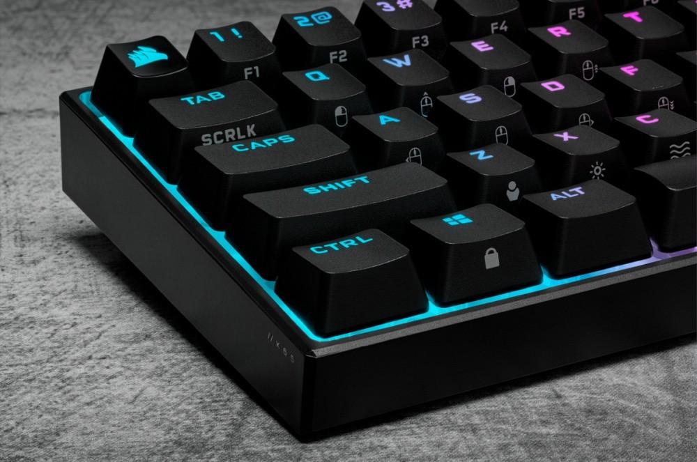 Profil boczny klawiatury Corsair K65 RGB Mini