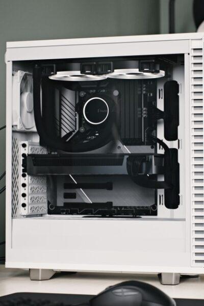 Prezentacja obudowy Fractal Design 7 Compact White