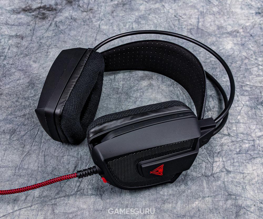 Recenzowane słuchawki - widok ogólny z lewej