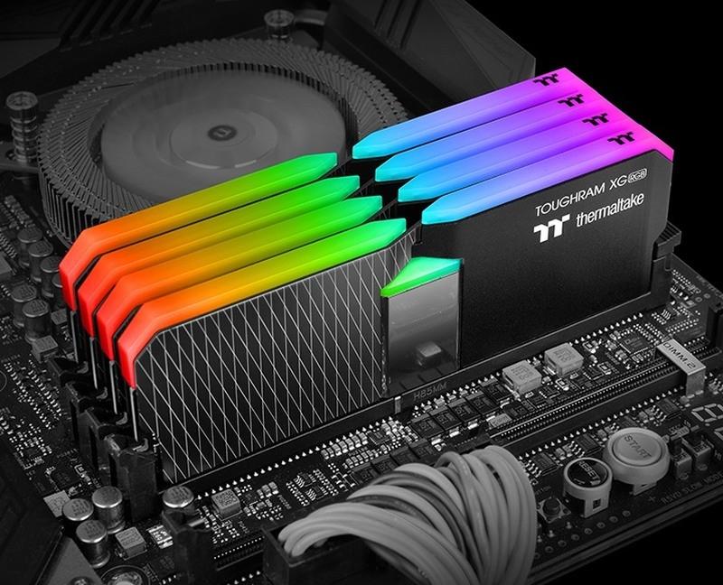 Zestaw czterech kości Thermaltake ToughRAM XG RGB