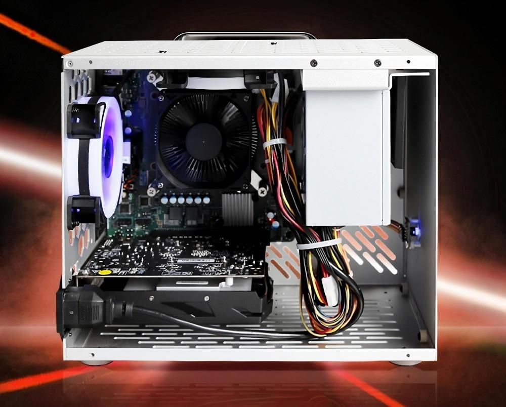 Wnętrze komputera z AMD 4700S