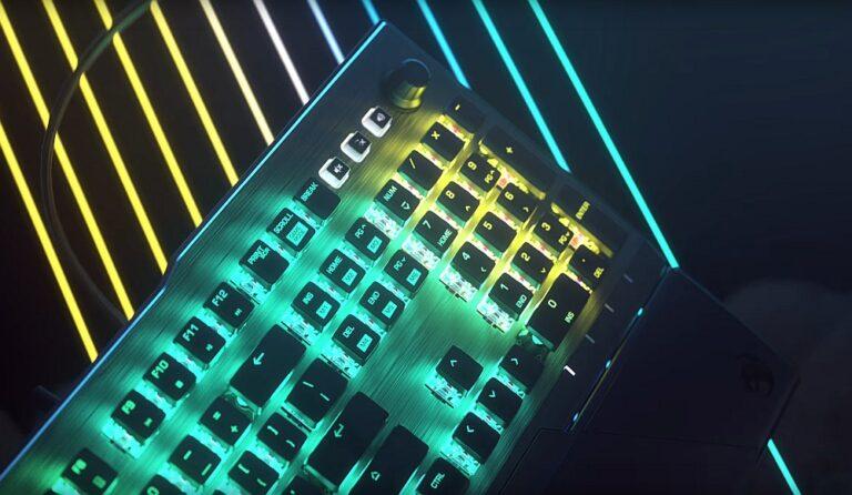 Ujęcie ze zwiastuna klawiatury Roccat Vulcan Pro