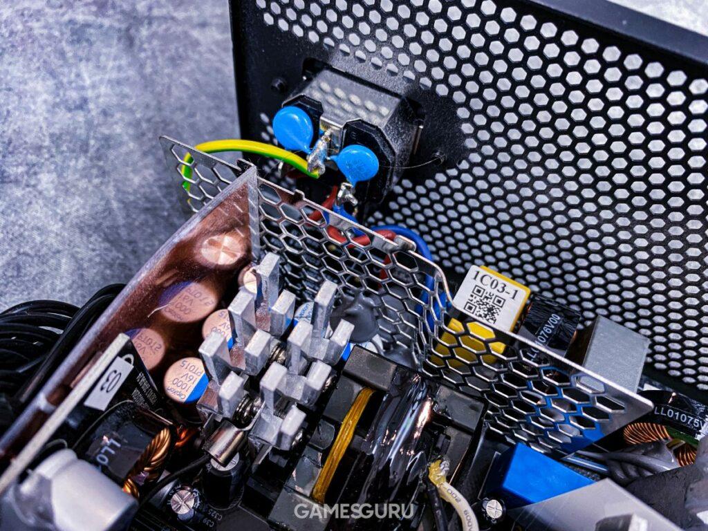 Elementy wstępnej filtracji Cooler Master MWE 750 Bronze V2