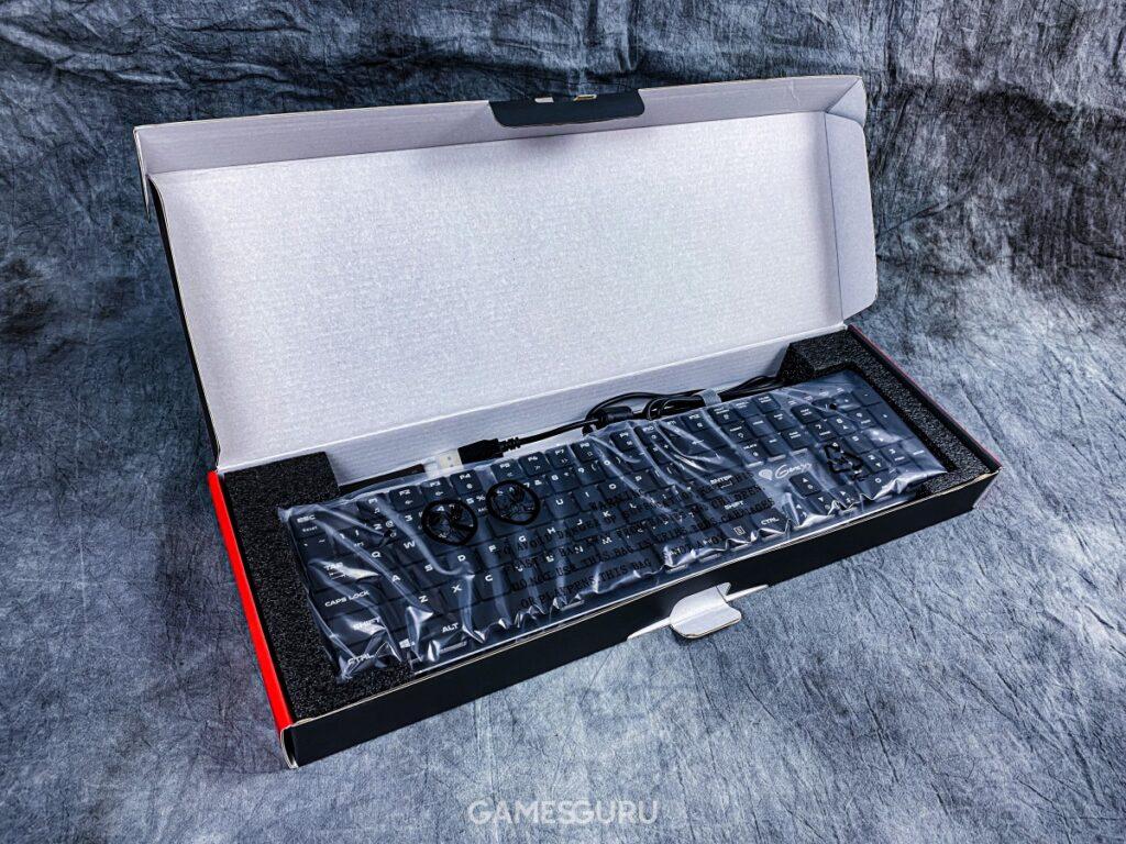 Wnętrze opakowania klawiatury