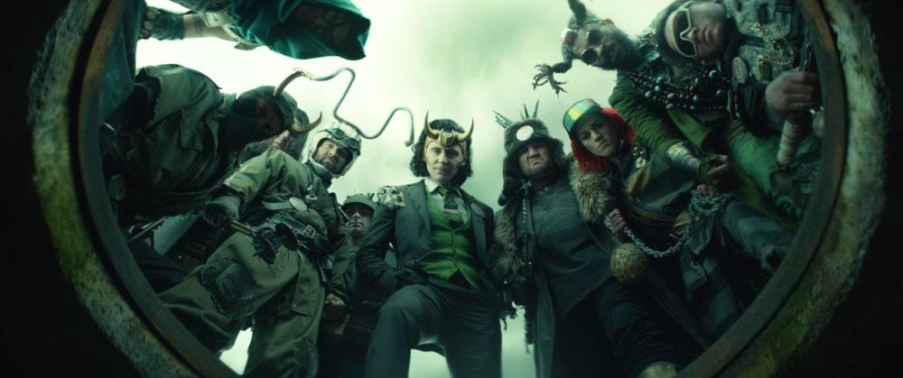 Prezydent Loki w otoczeniu swoich podwładnych