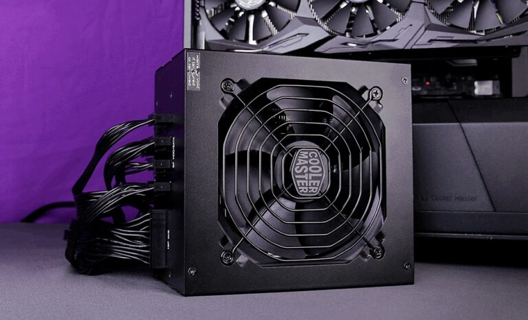 Test Cooler Master MWE Gold 750 V2 - zasilacz przy komputerze