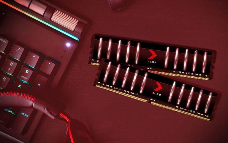 Pamięci XLR8 Gaming Low Profile na biurku