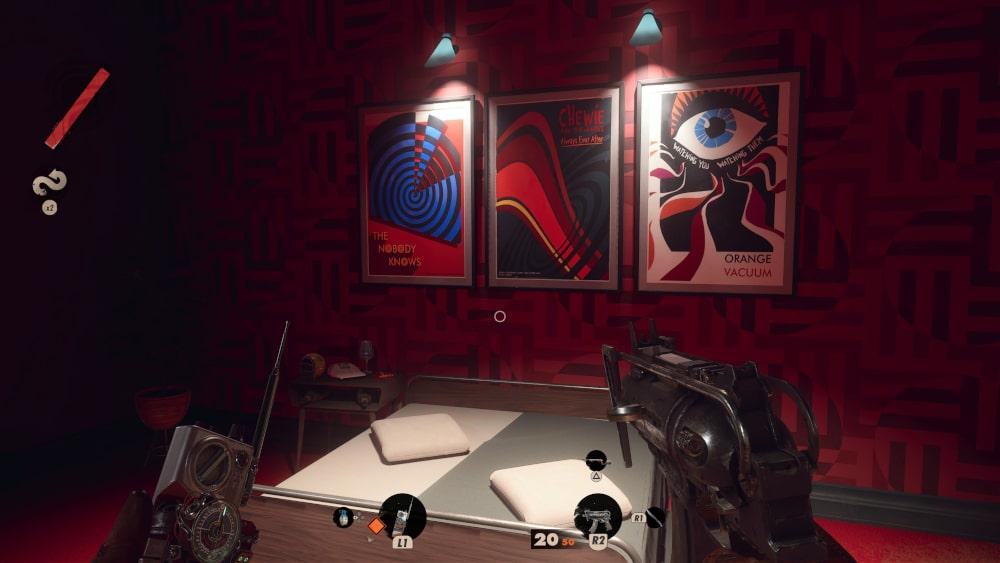 Stylizowany pokój z artystycznymi obrazami na ścianie