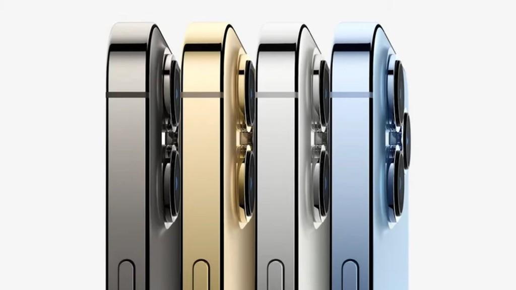 iPhone 13 od boku