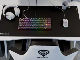 Genesis Carbon 700 na biurku