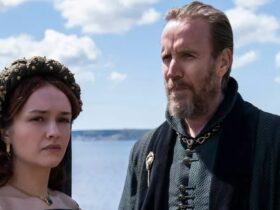Olivia Cooke jako Alicent Hightower i Rhys Ifans jako Otto Hightower
